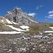 Der Weg ist ganz links vom gelben Gestein. Wir sind die Schneefelder umgangen, war aber sehr steil.