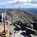 Nach fast 5 Stunden Aufstieg und der am Schluss mühsamen Kraxelei auf dem Blockgrat komme ich endlich auf dem Gipfel an.