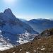 Kurz vorm Gipfel quert man auf die sonnenzugewandte Gipfelflanke, wo der Schnee grösstenteils wieder weg ist...