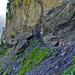 Gut gesicherter Übergang in die Felsen