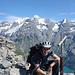 Gabriel fürs Gipfelfoto im Hintergrund die Blüemlisalp