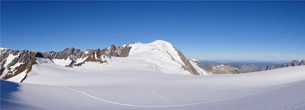 Wieder im Abstieg auf dem Steingletscher. Sicht zum Gwächtenhorn.