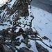 Steile und winterliche Kletterei am Gross Fusshorn, im Hintergrund der Turm, welcher links traversiert wird und das Grosse Couloir, welches bei guten Schneeverhältnissen einen raschen Auf- oder Abstieg vermittelt