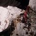 In den steilen, schneebedeckten Grashängen unter dem Roten