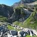 Blick zurück zur Felsplatte. Hier sieht man auch gut, dass nach rechts keine Ausstiegsmöglichkeit besteht.