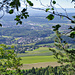 Beim Aufstieg im Wald gelegentliche Ausblicke ins Mittelland