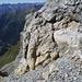Unter der Kalkmauer mit der Kletterstelle um sie zu überwinden