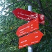 hier sind die Wanderweg-Schilder schön rot ...