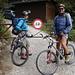 hinter der Hütte lag unser Radldepot; ein Bike erleichtert hier vieles und schont die Knie nach der Tour