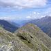 Blick vom Gipfel Richtung Talausgang .. im Vordergrund der Kleine Trögler