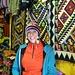 Tanja beim Haubenkauf
