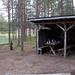 Extra Luxus bei dieser Laavu: Picknickplatz. Jedoch bevorzugen wir unseren Zelt über der eigentlichen Laavu