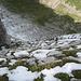 Die Verhältnisse beim nordseitigen Abstieg Richtung Mesmer sahen auf den ersten Blick nicht sehr einladend aus, waren aber dank der Drahtseile kein Problem