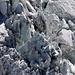 Tiefblick zum Hochwänggletscher, schade dass man hier keinen Grössenvergleich hat, denn ein Menschlein wäre z.B. verschwindend klein)