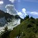 Der Weiterweg wird deutlich - immer am grünen Grat entlang aufwärts der wenig später am Schluchtensattel in den steilen Westgrat des Glatthorns übergeht.