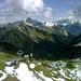 Ausblick nach Osten kurz vor dem Schluchtensattel. Zuvorderst das Zafernhorn, dahinter der Felsklotz des Zitterklapfens, rechts hinten die Braunarlspitze.