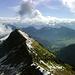 Einen Trabanten hat das Glatthorn im Süden - das Türtschhorn (2096m). In der Ferne die Gipfel des Rätikon