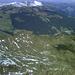 Blick Nordost: hinter dem dick schneebedeckten Klippern, spitzt die (komischerweise schneefreie) Kanisfluh hervor. Nochmals dahinter der Bergkamm der Winterstaude.