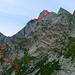 Rosso von SW: ungefähre Auf- (links) und Abstiegsroute (rechts)
