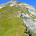 Die steile Südflanke des Tschuggen - der Pfad hält sich meist nahe dieses Rückens.