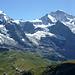 Nicht minder gewaltig die Nachbarin des Mönchs - die Jungfrau. Unten der Verkehrknotenpunkt Kleine Scheidegg