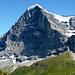Die 1800m hohe Nordwand des Eiger. Rechts der Rotstock auf den ein Klettersteig führt.