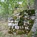 Umfassungsmauer aus Lägernkalkblöcken.