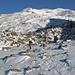 Der dürftig eingeschneite Blockgletscher, dahinter unser Ziel, das Mattwaldhorn