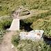"""Un cartello indica l'inizio dell'""""<b>Asil d'Utschleglia</b>"""", un """"Asilo per la selvaggina da piuma""""."""