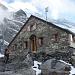 In der Fründenhütte angekommen, dahinter das Doldenhorn