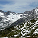 Wenig oberhalb der der Kriegeralpe. Blick nachNordwesten: links das Hohe Licht, rechts der Bergstock der Braunarlspitze (3.Gipfel v.rechts)