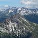 Über dem Karhorn (im Vordergrund) baut sich (fast) die gesamte Prominenz der Allgäuer Alpen auf.