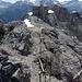 """Der Gipfel - Ende des """"Klettersteigs"""" (sogar mit Leiter). Die sind die Reste einer ehemaligen Bergstation einer Gondelbahn."""