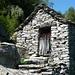 Ein alter Stall in Bergnauri, Val di Lodrino