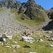 Aufstieg zum Lago Superiore, es geht re. durch die Scharte, dort wo der Hang teilweise abgerutscht ist...