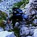 Im Aufstieg zur Schnide (2140m): Niranjan klettert über das erste steilere Hindernis oberhalb vom Sattel P.2089m.