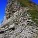 Der oberste Ostgrat zum Gipfel der Schnide (2140m). Wenn man den ganzen Grat vom Sattel begehen würde, könnte man hier eine kurze T6 Tour finden.
