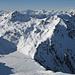 In der vorderen Bergkette Mont Gautier (links) und Mont Noble (rechts), dazwischen Col de Cou