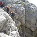 eine der schwereren Stellen des Klettersteigs .. senkrechter Felsaufschwung ohne Steighilfen (UIAA III)