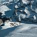 Auf dem Plateau unter dem Gipfel, dahinter der ENE-Grat, am Horizont von rechts Schnidehorn, Bietschhorn, Wildstrubel und Dreigestirn