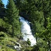 der oberste Wasserfall unweit der Hütte