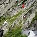 Hinten der Einstieg in den Diavolo-Klettersteig beim Suworow-Denkmal.