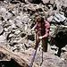 Karl beim Abseilen im Dülfersitz an der Hintergraslspitze<br />c Karri