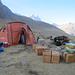 La tenda cucina e l'attrezzatura pronta da caricare sui muli