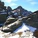 Auf dem zweiten oder dritten (oder sogar vierten) Vorgipfel angekommen. Der Gipfel ist immer noch weit und ich entscheide mich umzukehren...auch wegen des Schnees. Spass hat's trotzdem gemacht!