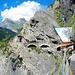 """Die kleine Hütte mit """"Suonenbuch"""" bei der zweiten Hängebrücke"""