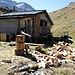 Sono gli ultimi giorni d'estate: indispensabile far la scorta di legna.