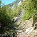 Val d'Ambra - der schöne und einladende Talweg an der orografisch linken Flanke entlang