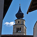 Blick über das Tauferertor zur Kirche St. Pankratius