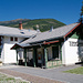 Schluderns / Sluderno: sorgfältig restaurierter Bahnhof an der Vinschgerbahn